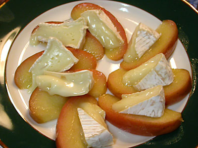 0404mozzarella_apple.jpg