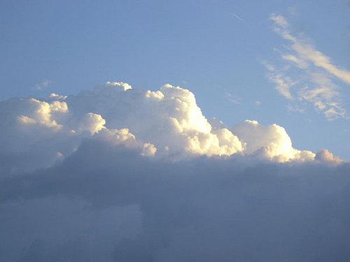 朝陽に照らされる雲2