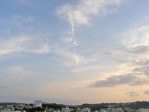 縦にたなびく雲